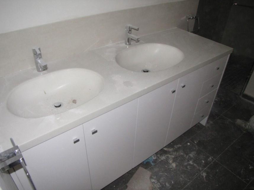 Έπιπλα μπάνιου 07
